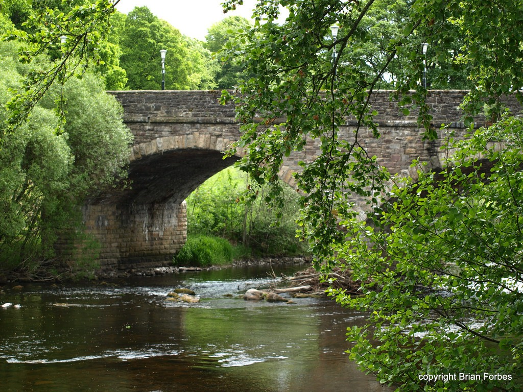 River Earn at Crieff, Scotland © PROB4bees/Flickr