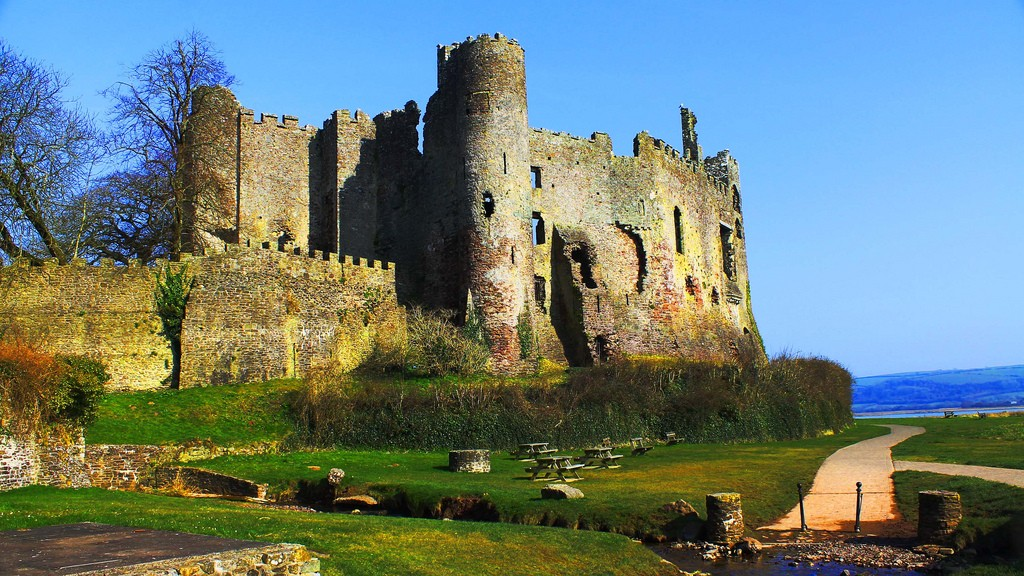 Laugharne Castle, Wales © Les Haines/Flickr