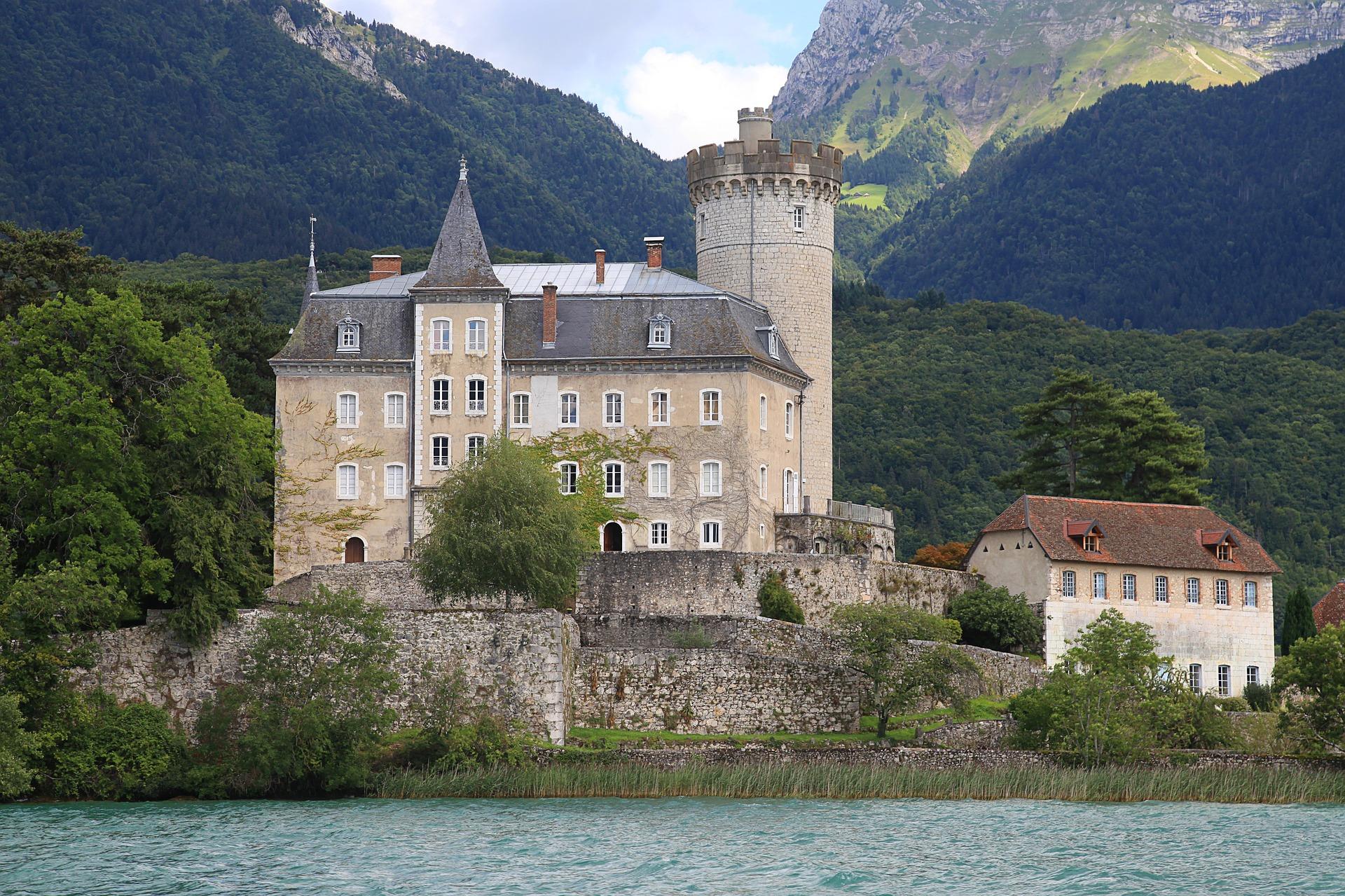 Duingt castle, Annecy Lake © Pixabay