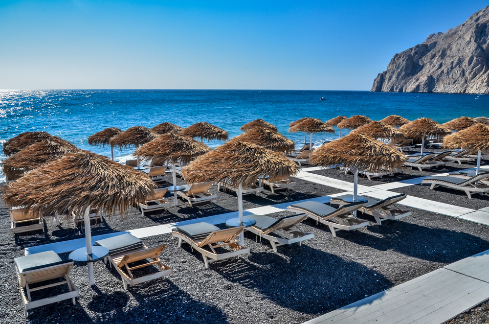 Kamari Beach durning the morning, Santorini, Greece © FRANCU Constantin / Shutterstock