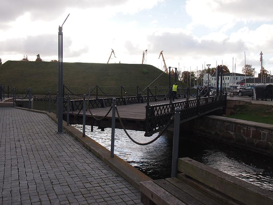 Swinging Bridge | © Elizabeth Georgian
