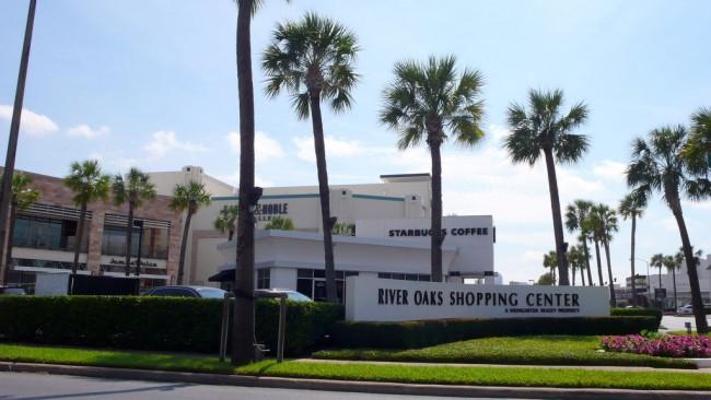 River Oaks Shopping Center | © Matthew Rutledge/Flickr