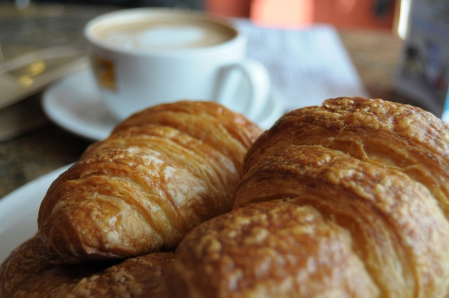 Coffee and Croissants | © Kathryn Cartwright/Flickr