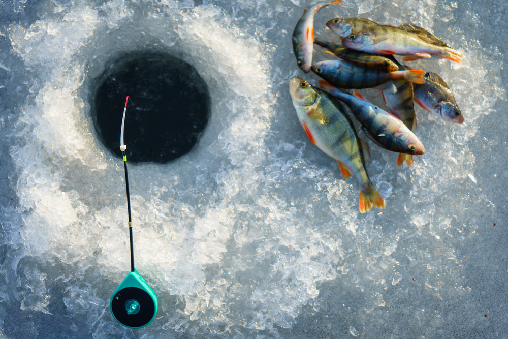 Ice Fishing | © Alexander Lukatskiy/Shutterstock