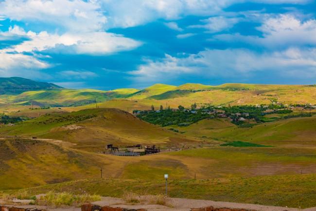 mountain view from laposte Erebuni, Yerevan  | © Mokeneco /Flickr