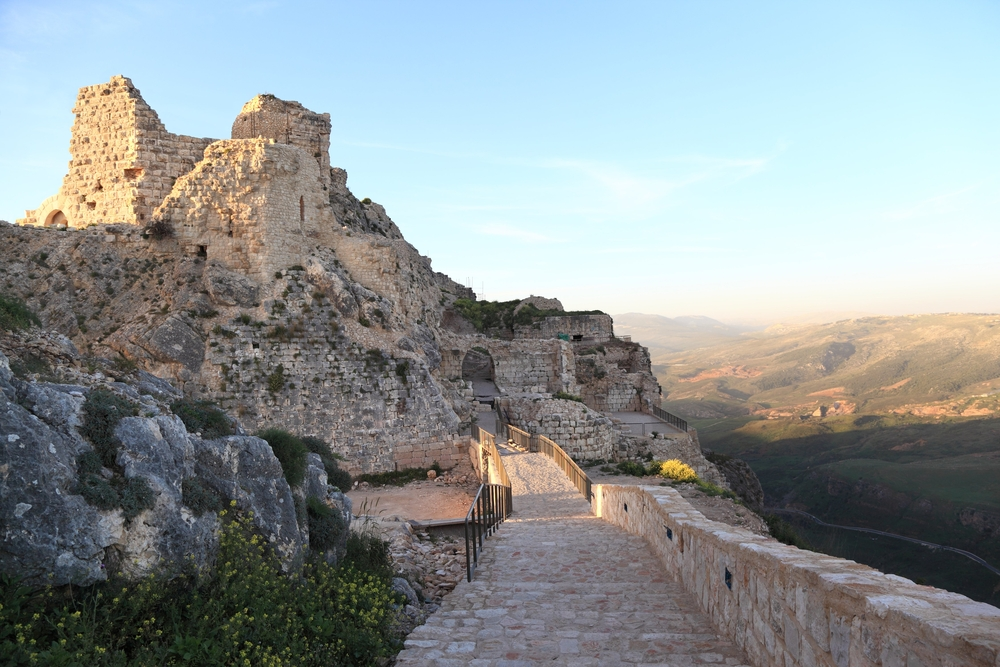 Beaufort Crusader Castle at Sunset (Lebanon) © diak / Shutterstock