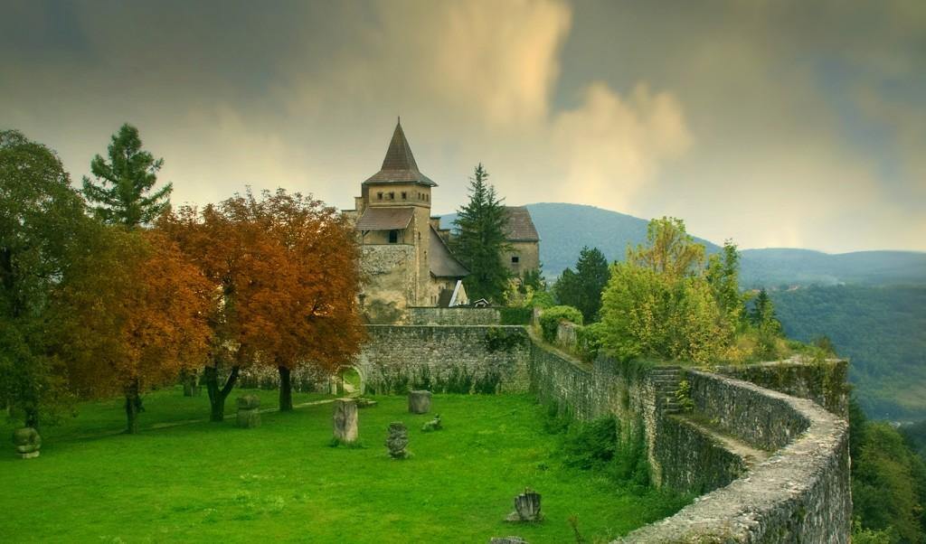 Ostrožac Castle © Edin Ramic / Shutterstock