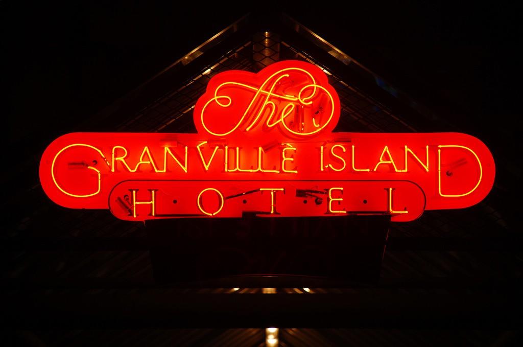 Granville Island Hotel © Gord McKenna / Flickr
