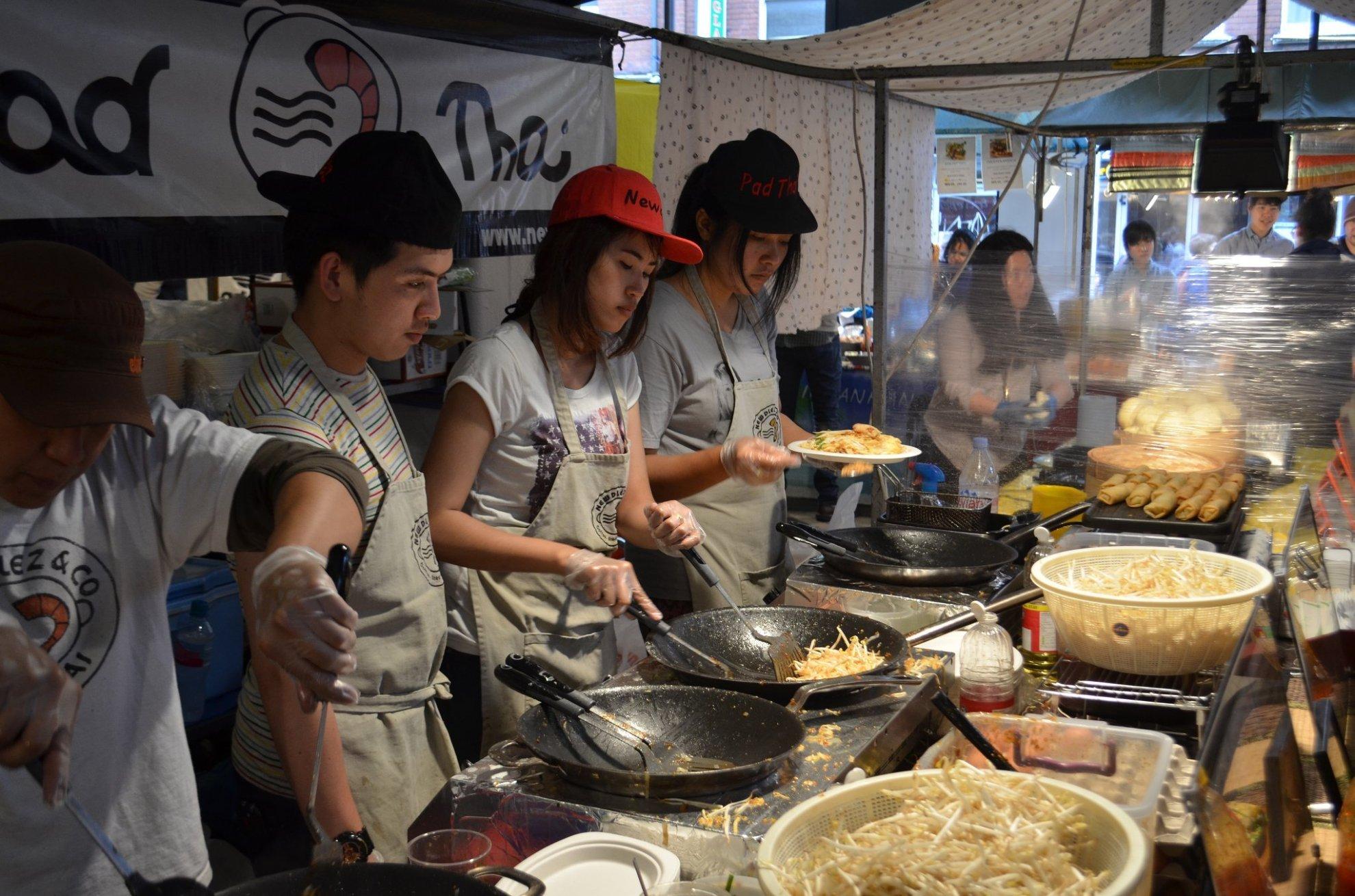 Pad Thai at Brick Lane Market | © eGuide Travel / flickr
