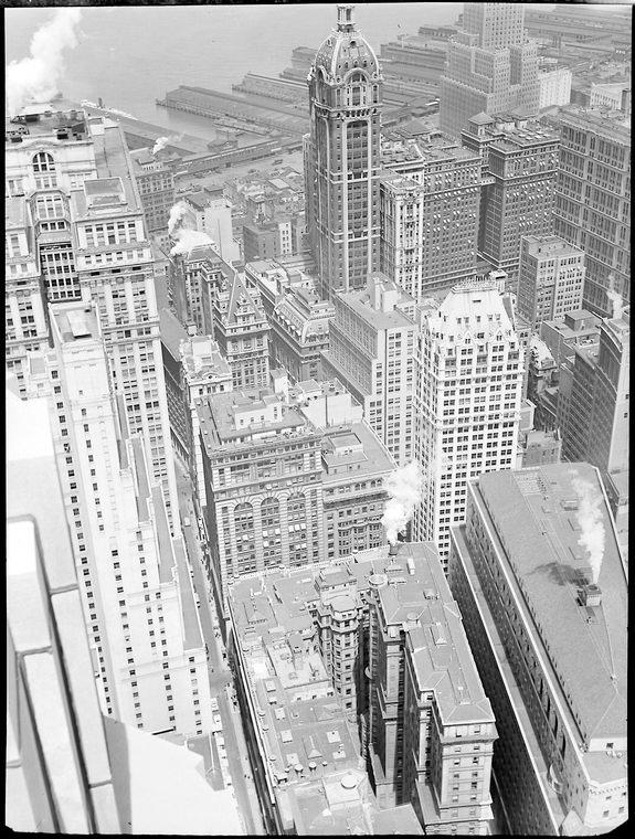 Financial district rooftops III in Manhattan in 1938 | © Berenice Abbott/WikiCommons