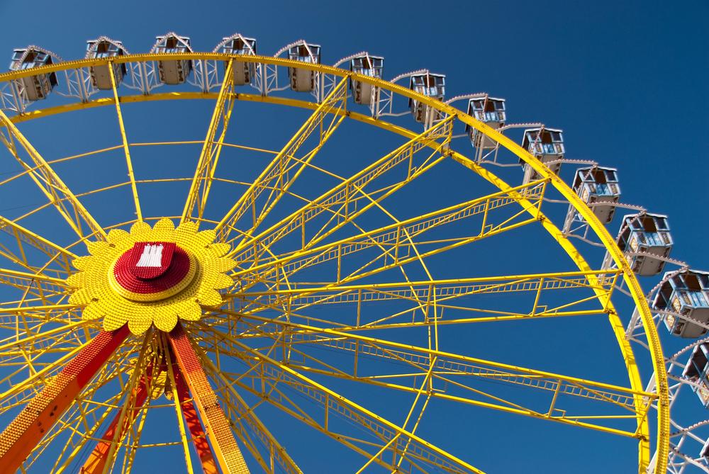 Amusement park dom in hamburg © Bluecrayola / Shutterstock