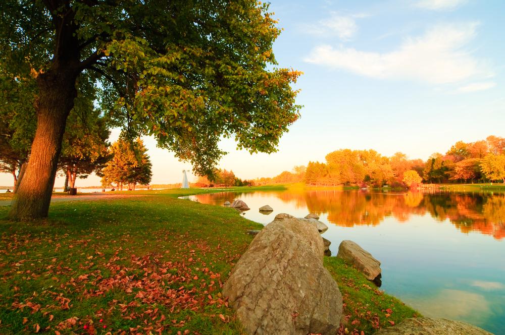 Fall landscape at Andrew Haydon Park in Ottawa, Ontario © sethuphoto / Shutterstock