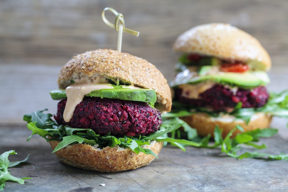 Vegetarian beetroot burgers with arugula and avocado | © Magdanatka /Shutterstock