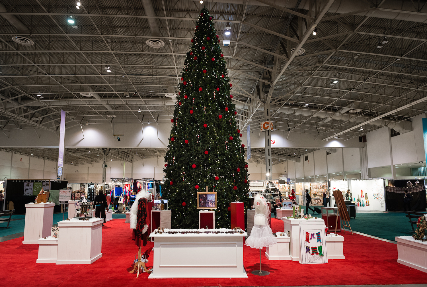 One of a Kind Christmas Show | Courtesy of One of a Kind Show