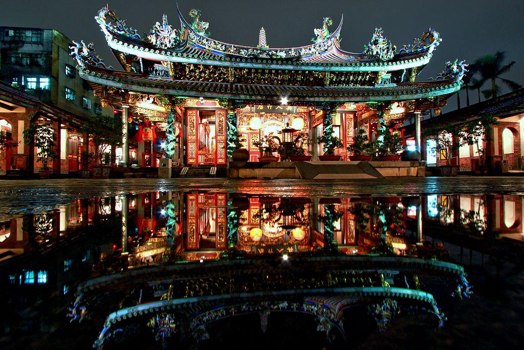Taipei Dalongdong Baoan Temple Night | © Men1399/WikiCommons