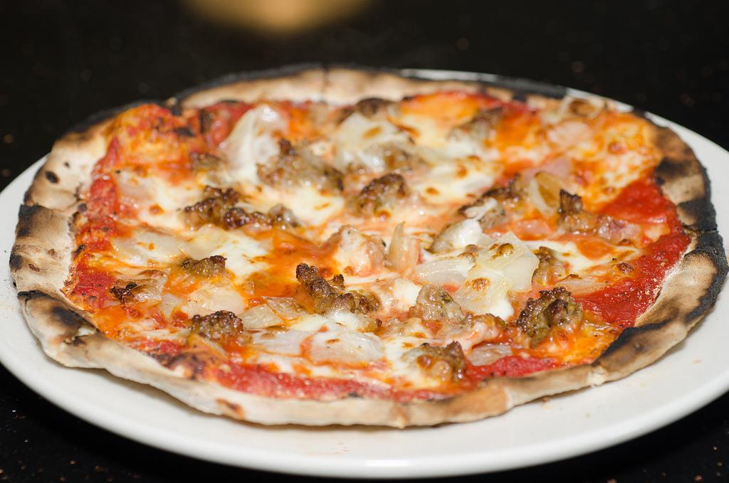Neapolitan pizza - tomato, mozzarella, onion, Italian sausage © Kurman Communications, Inc/Flickr