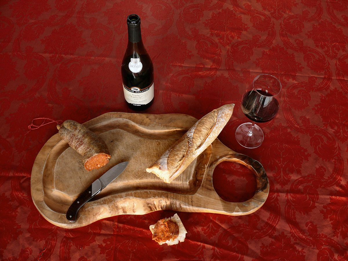 Côtes du Rhône and Charcuterie | © dynamosquito/WikiCommons