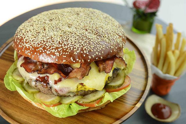 The American Burger   © Intercontinental Hong Kong/flickr