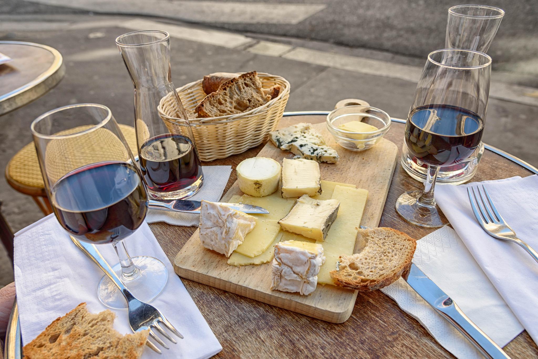 Cheese, Wine and Bread | © Joe deSousa/Flickr
