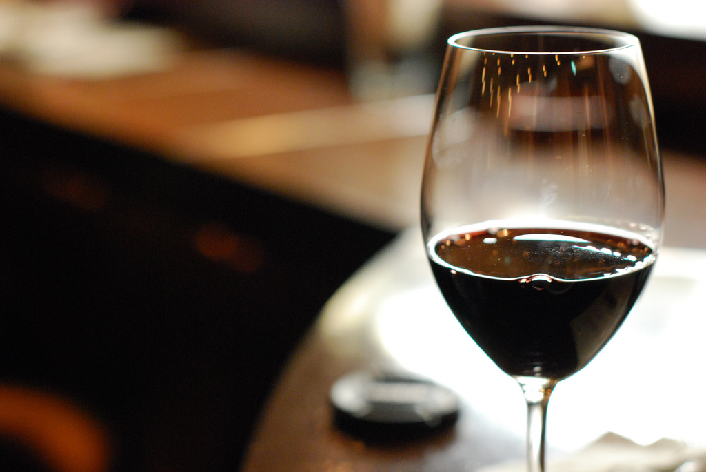 Glass of red wine | © w00kie/Flickr