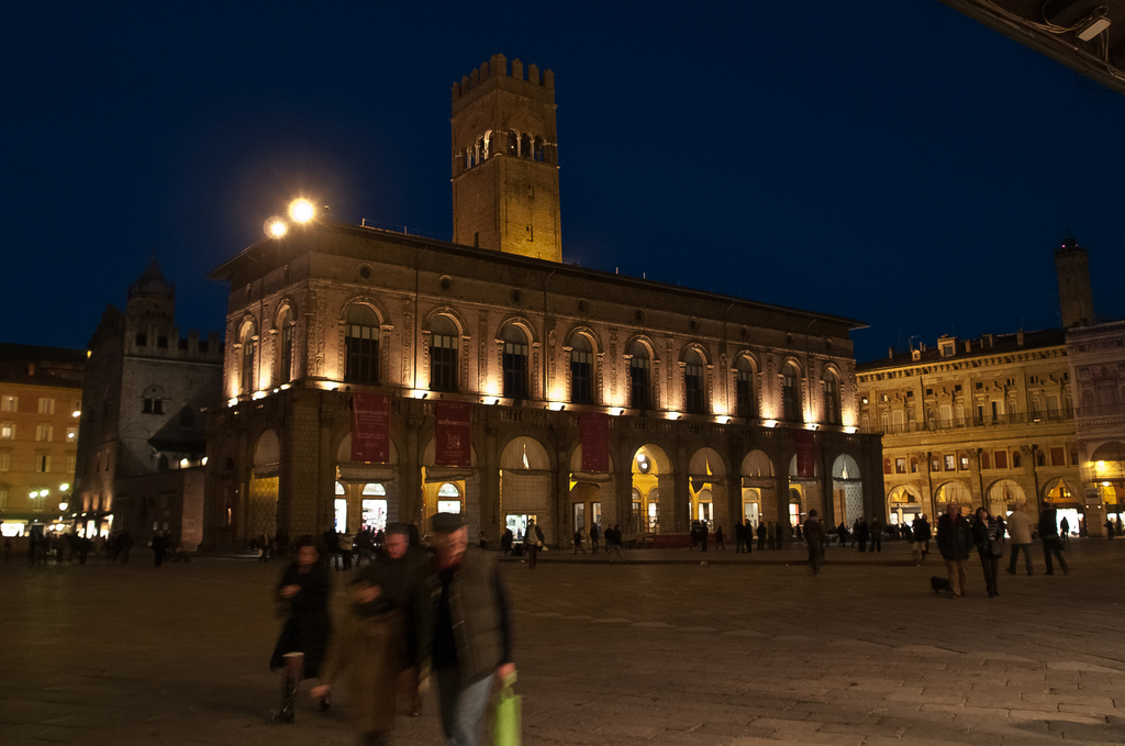 Palazzo Re Enzo at night - Bologna | © Michele Ursino/Flickr