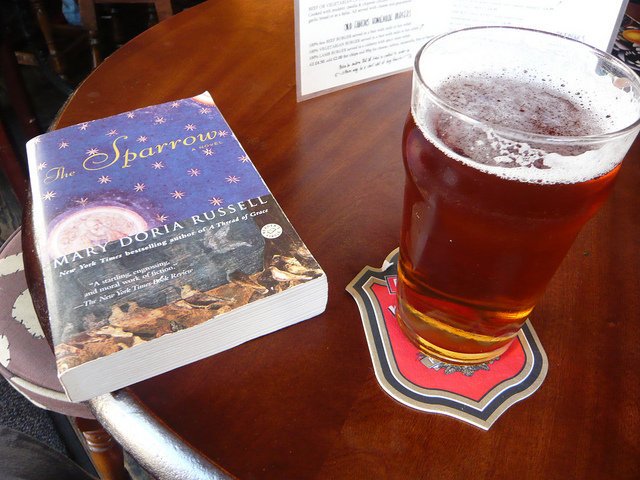 Beer and a book I © Jessica Spengler/Flickr