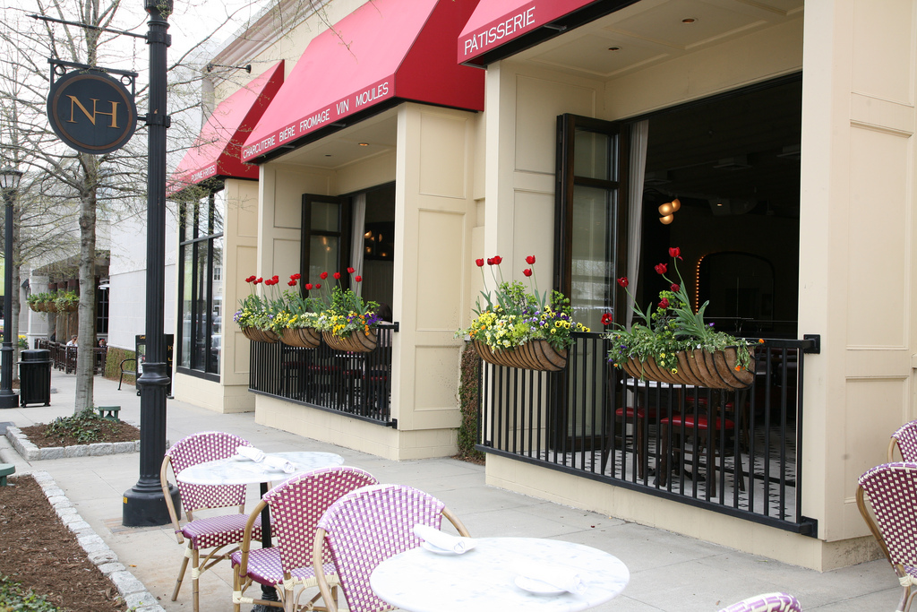 Outdoor Dining | Courtesy of Coquette Brasserie
