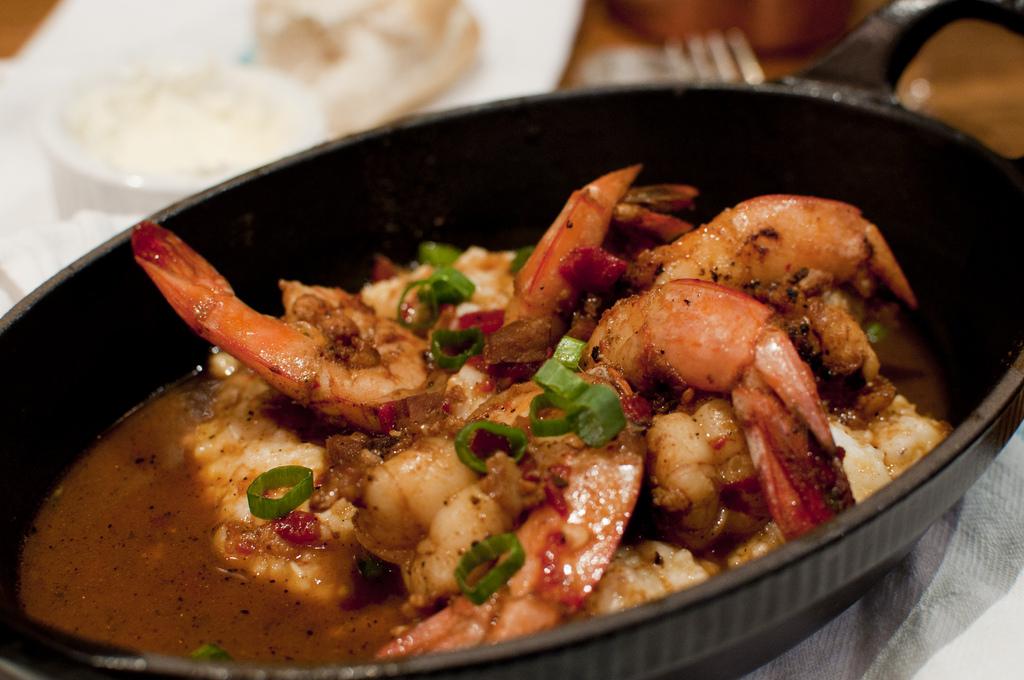 Shrimp and Grits at Lüke Restaurant |© vxla/Flickr