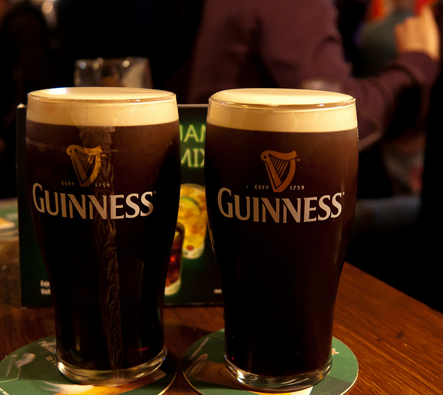 Guinness at an Irish bar I © LenDog64/Flickr