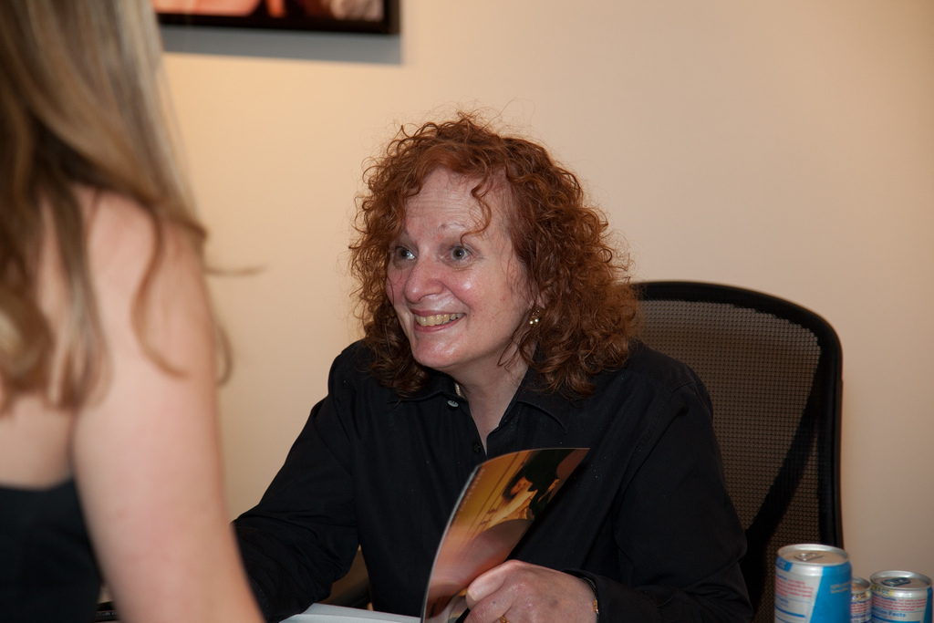 Nan Goldin spends time with each fan, and is very friendly to each one. | © John Ramspott/Flickr