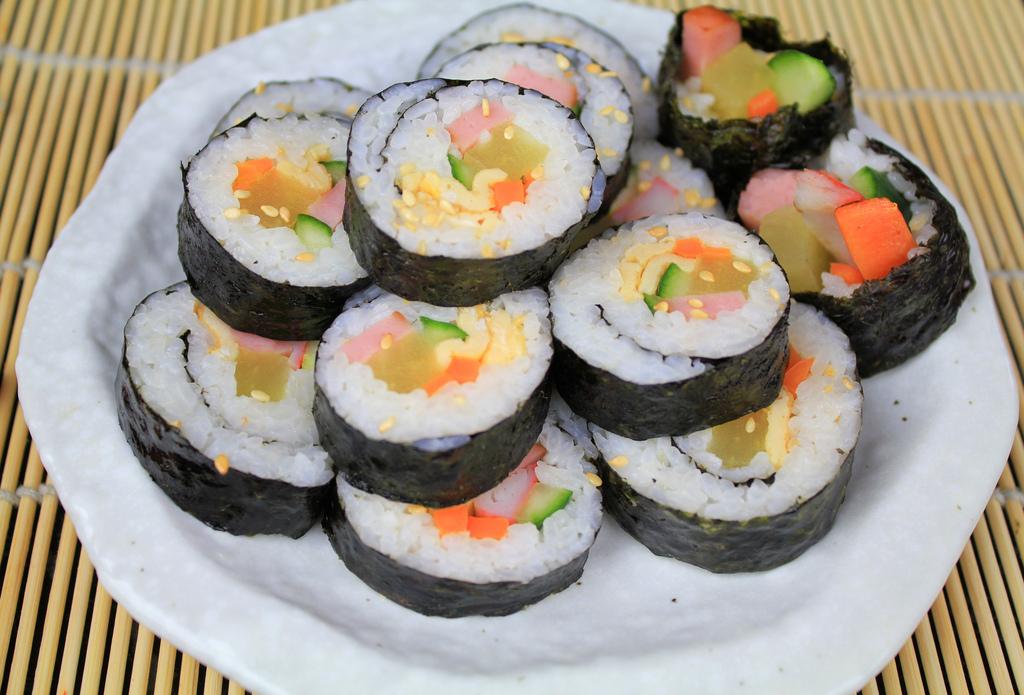Kimbap2 [Korean sushi] | ©Chloe Lim/Flickr
