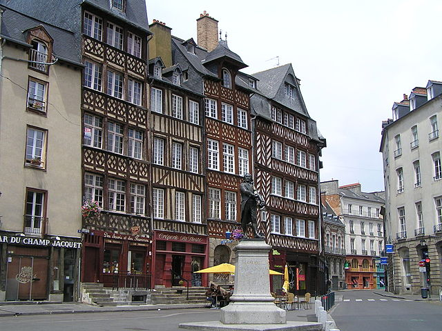 Hotel St Yves Chartres France
