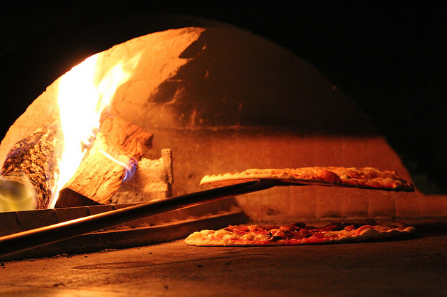 Wood Fired Pizzas | © Kelly Hunter/Flickr