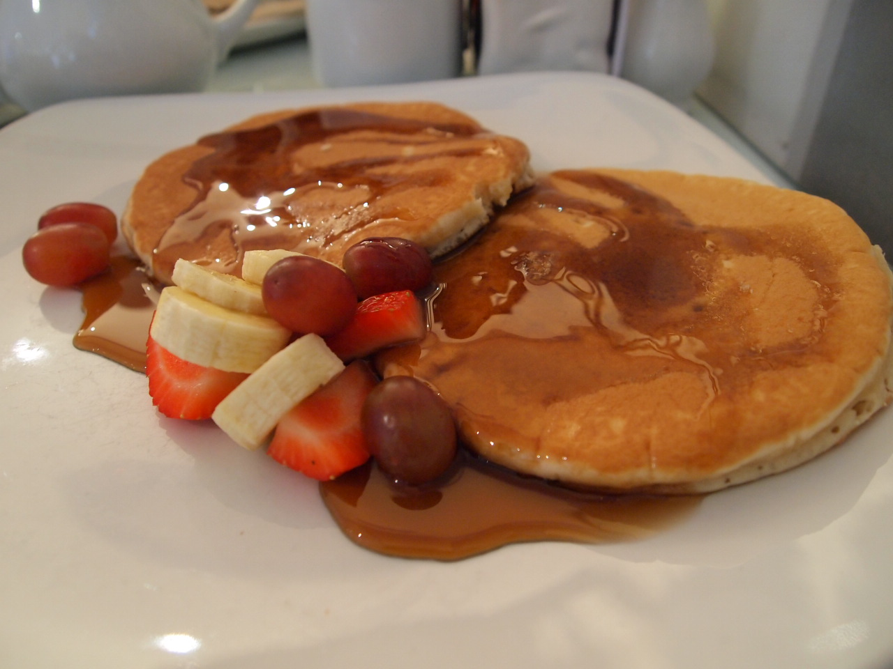 Pancakes and fruits | © The Integer Club/Flickr