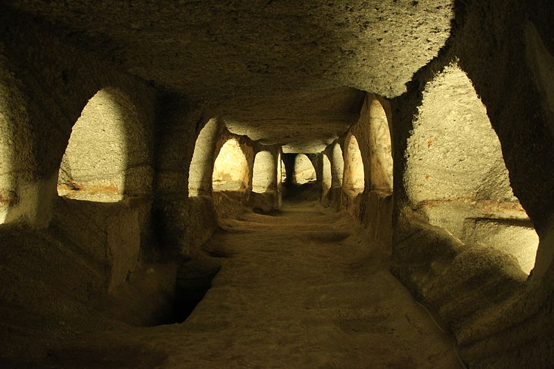 Catacombs of Milos | © Klearchos Kapoutsis/Flickr