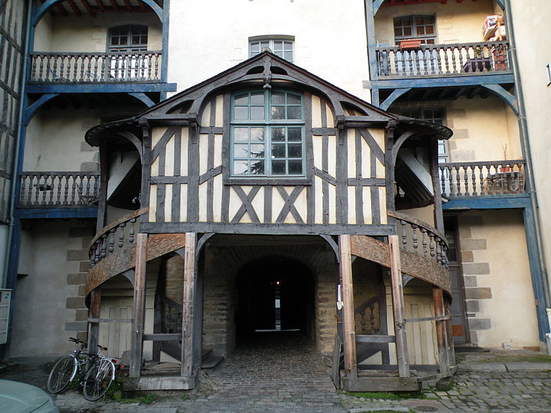 Top 10 things to do and see in the historic quarter of for Aventures de maison rennes
