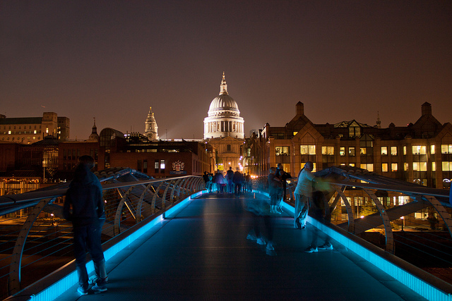 Millenium Bridge and St Paul's Cathedral | © Lukes_photos/Flickr