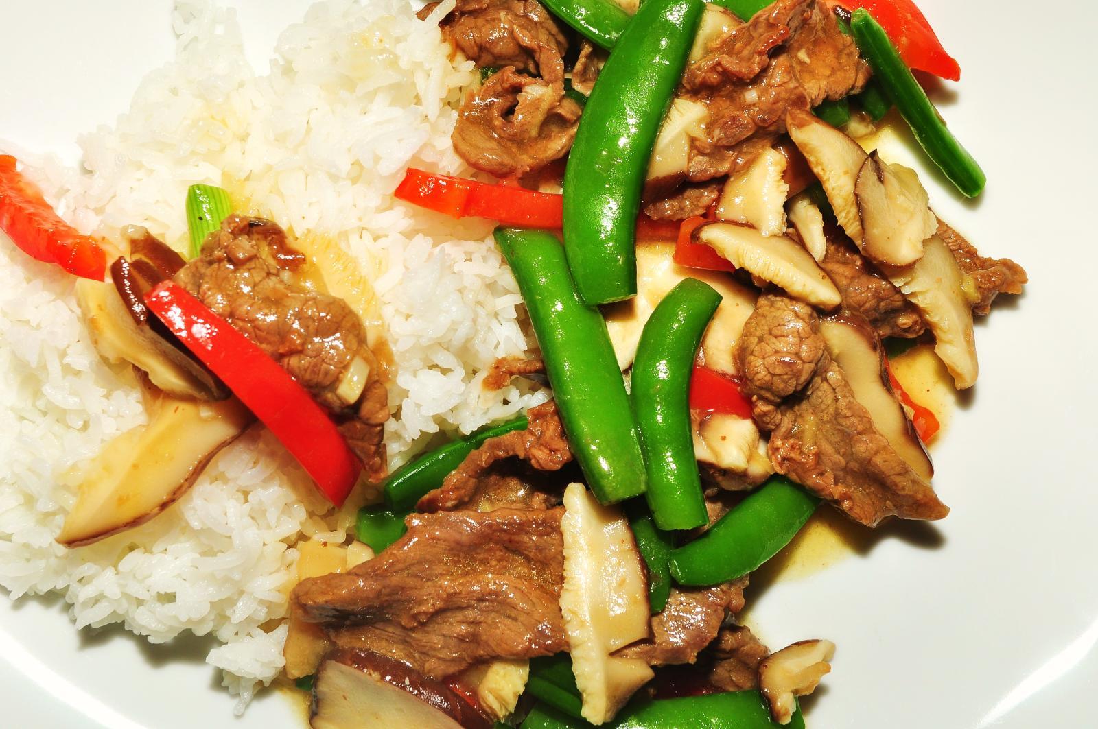 Beef Stir fry [ © jeffrey/Wikimedia ]