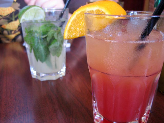 Cocktail garnish  © Kimba Howard /WikiCommons