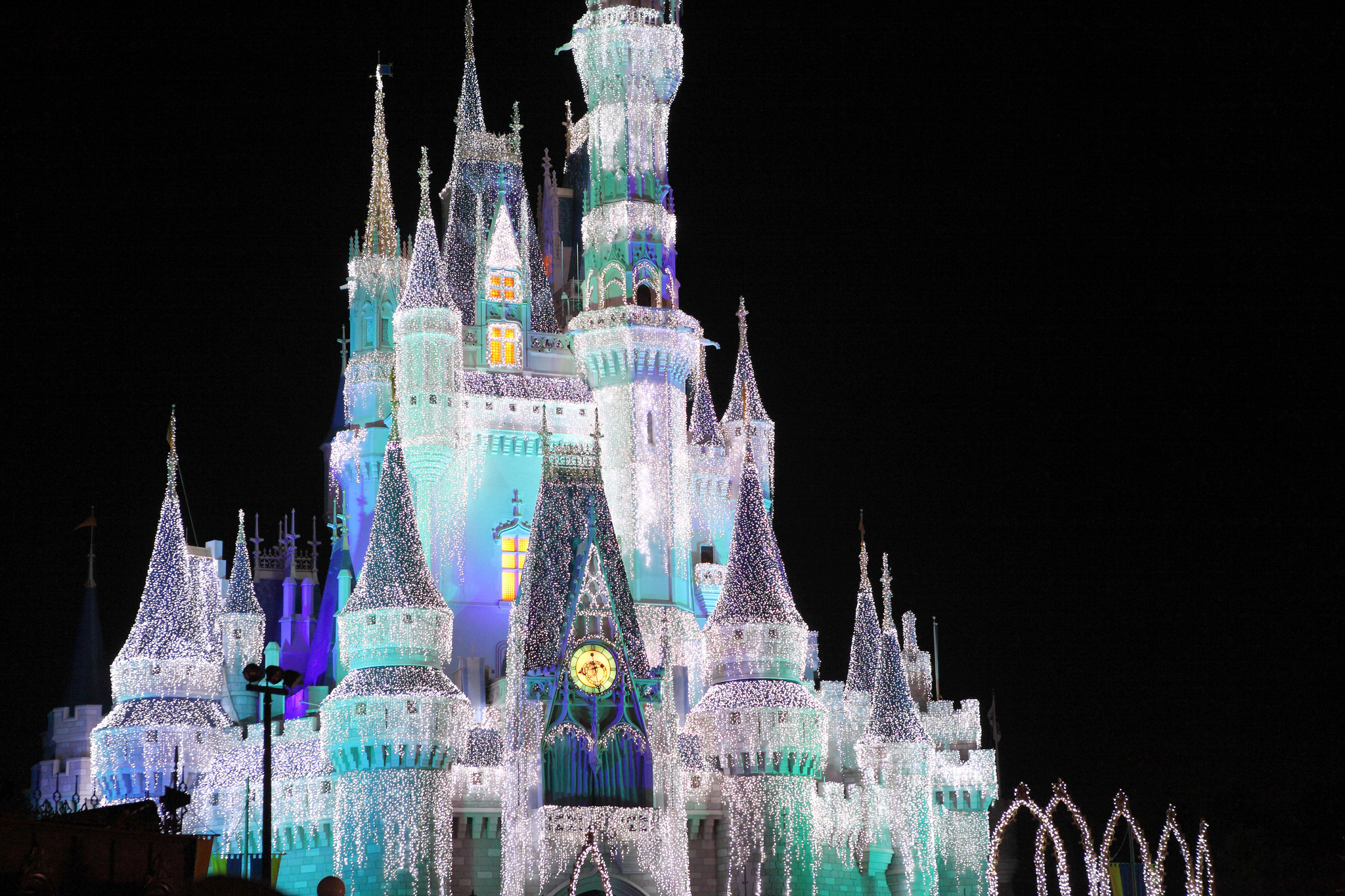 Cinderella Castle During Holidays | © Sam Howzit/Flickr