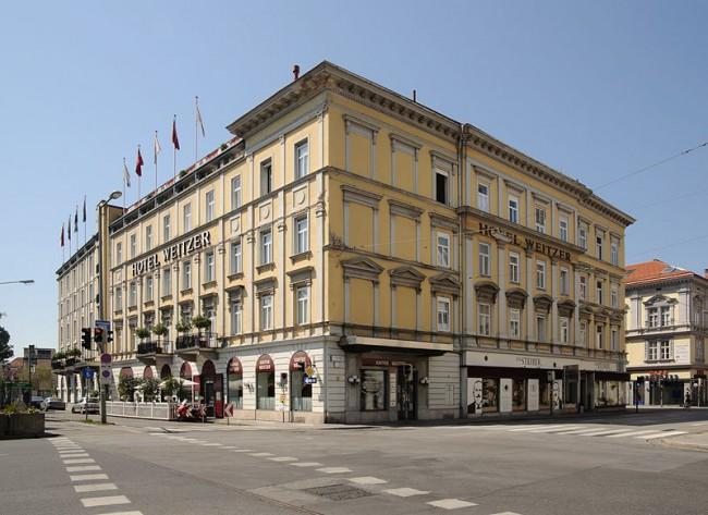 Hotel Weitzer | © MrPanyGoff / wikipedia