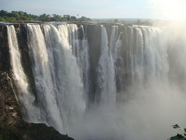 Victoria Falls or Mosi-oa-Tunya (the Smoke that Thunders) | © Jorge Láscar/Wikicommons