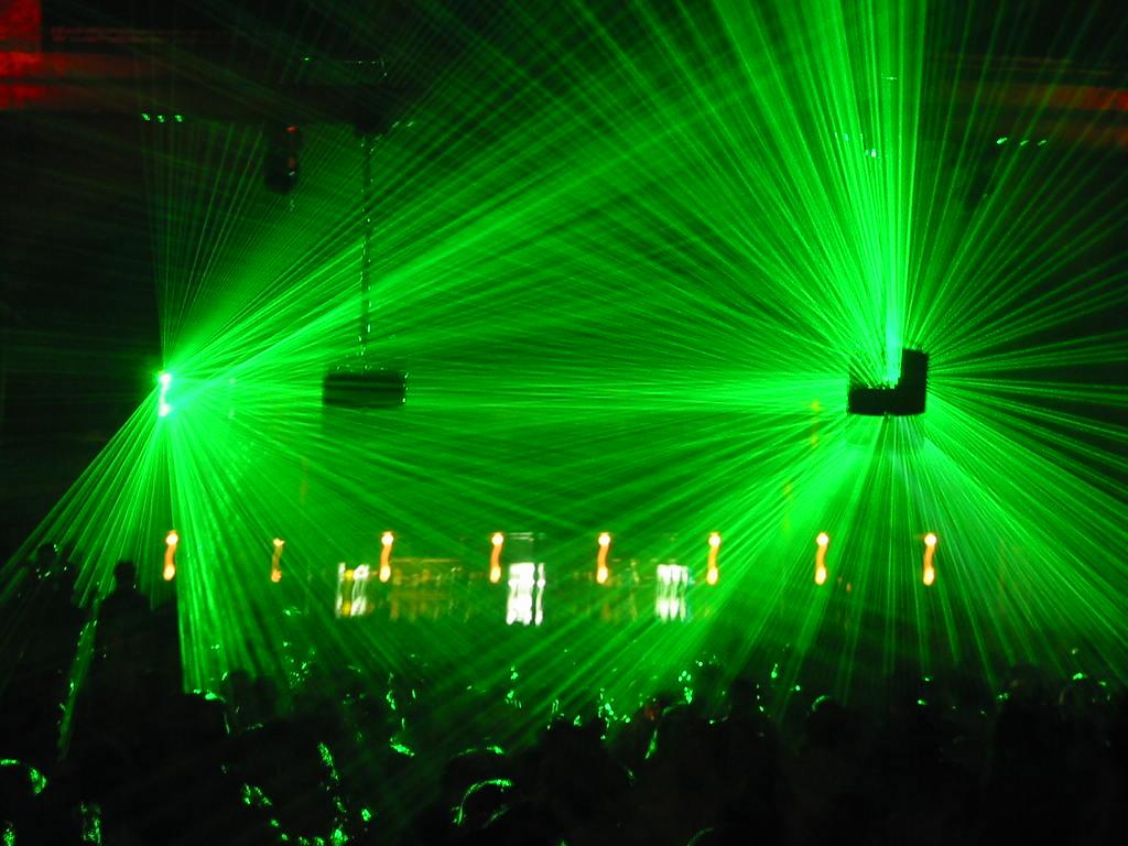 Lasers in a dance club | © Gabriel Jorby/Flickr