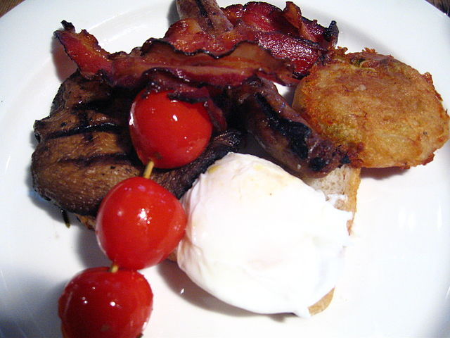 Meat, mushrooms, tomatoes | © Miss O'Crazy/WikiCommons