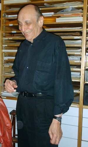 Photograph of w:Milton Glaser taken in his office in NYC in May 2003 | © Gooskimo /Wikimedia Commons