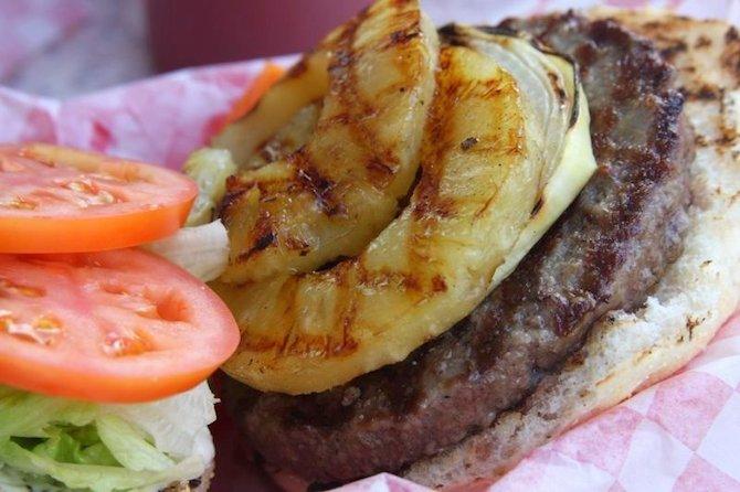 Pineapple Burger | © BlueWaikiki/Flickr
