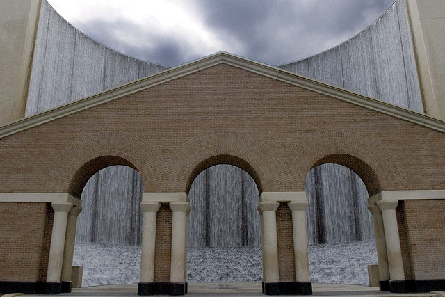 Gerald D. Hines Waterwall | © M&R Glasgow/Flickr