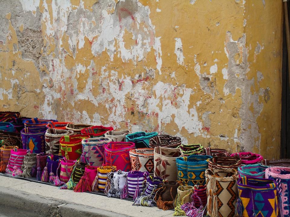 Cartagena old town market © lorenaprom00/ Pix