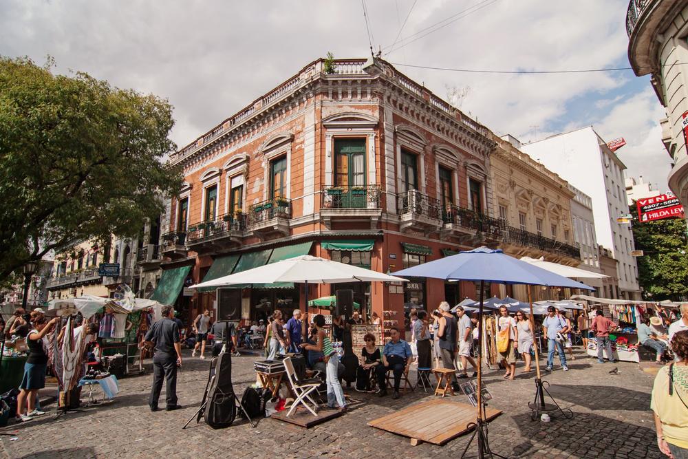 The flea market in San Telmo in Buenos Aires ©Gary Yim / Shutterstock