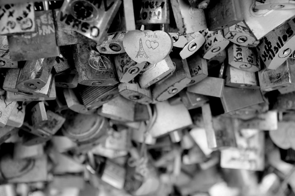 Paris padlocks, Black and White, France ©Marta Marpel / Shutterstock